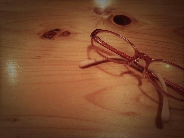 セルロイドの赤メガネ